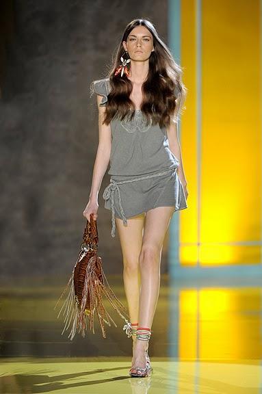 szara sukienka Patrizia Pepe - wiosna/lato 2011
