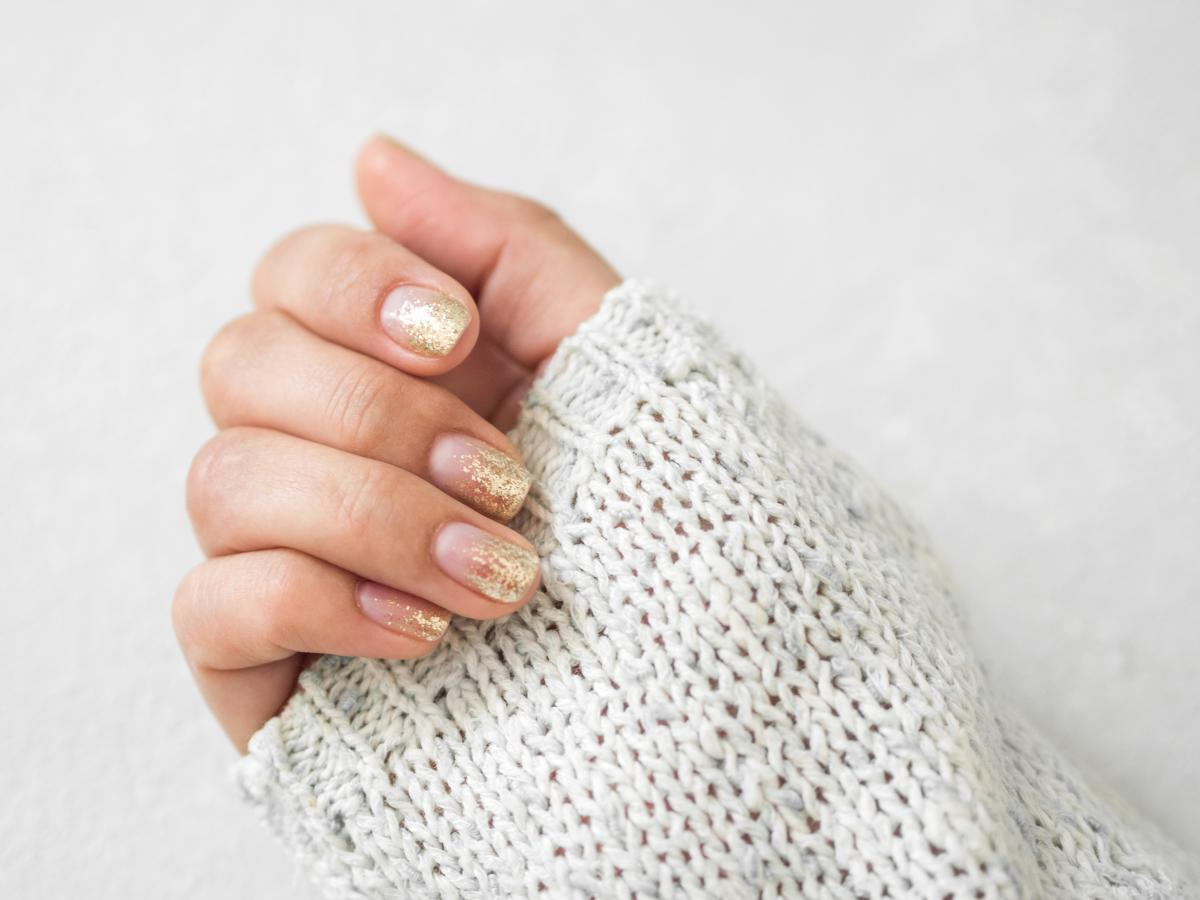 błyszczące paznokcie na komunię