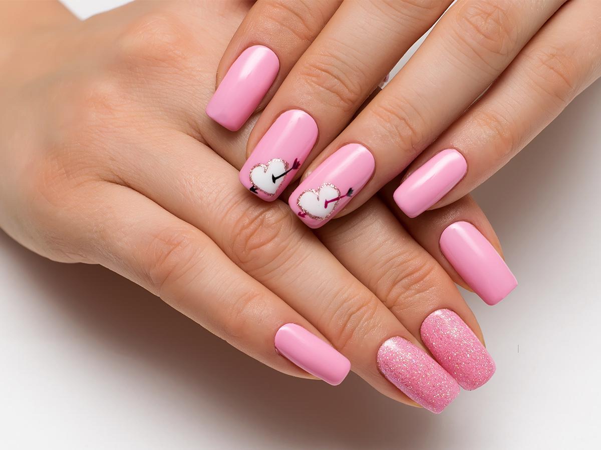 różowe paznokcie na walentynki 2021