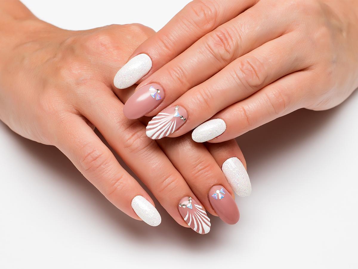 beżowe paznokcie we wzory