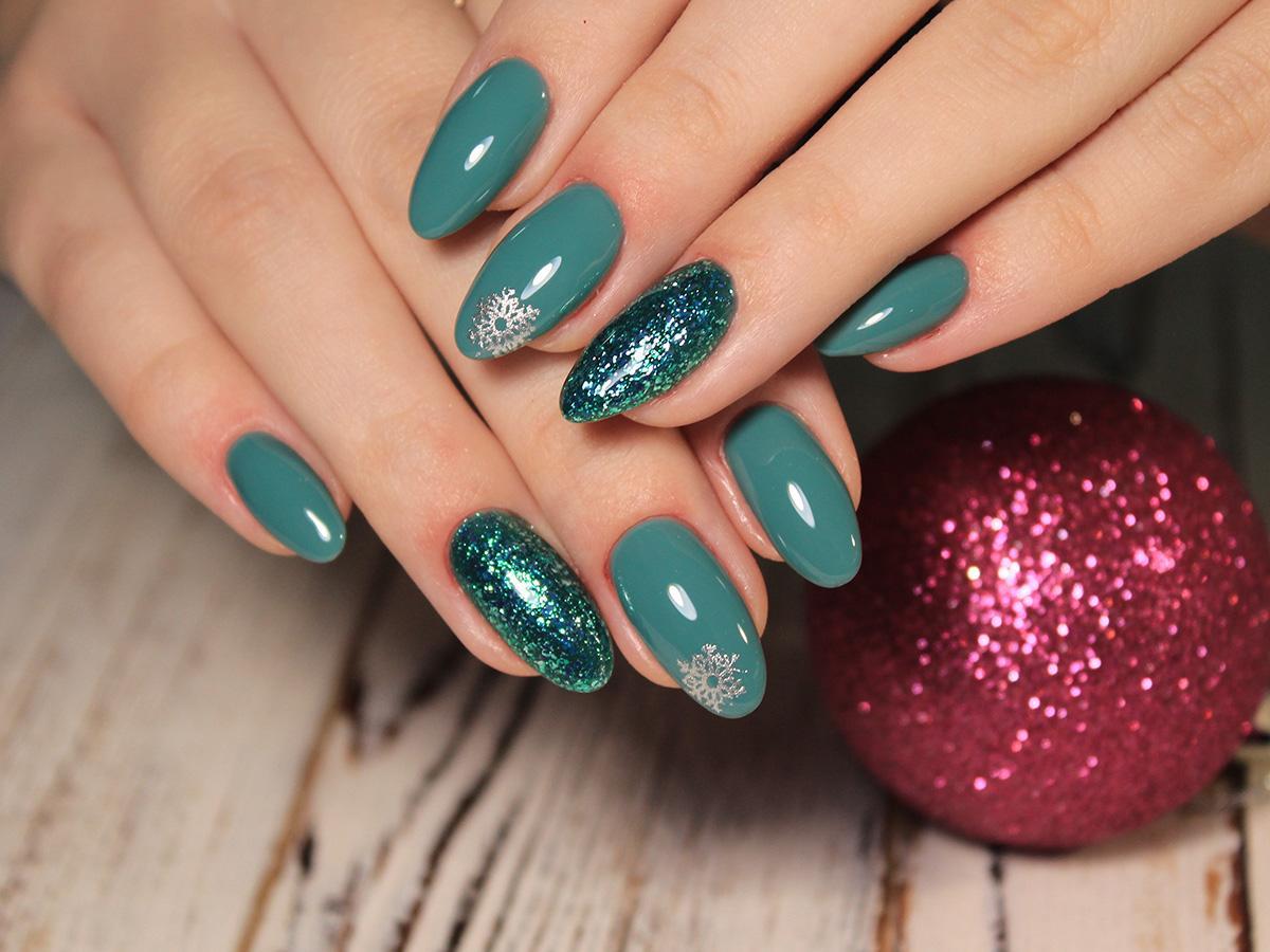 świąteczne wzory na paznokciach