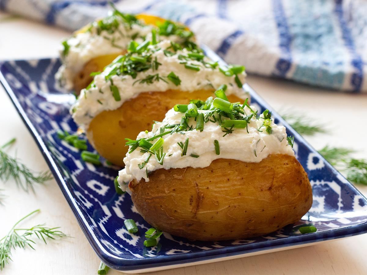 młode ziemniaki w mundurkach