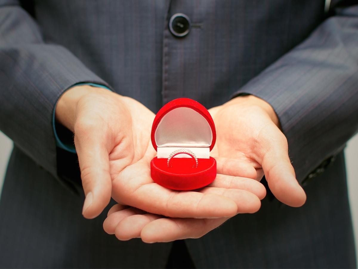 Pierścionki Zaręczynowe Do 2 Tysięcy Zdjęcia Organizacja I