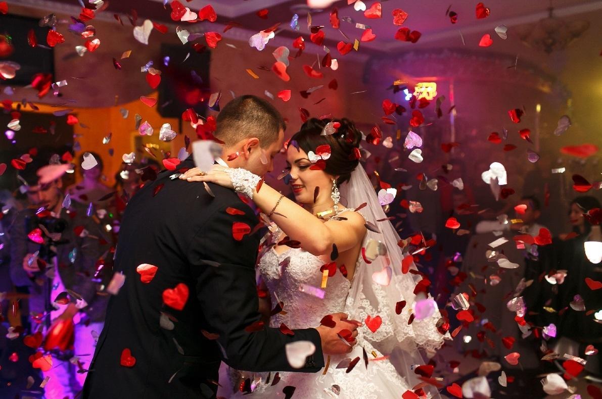 1e35667fca Pierwszy taniec na weselu - praktyczne porady dla nowożeńców ...