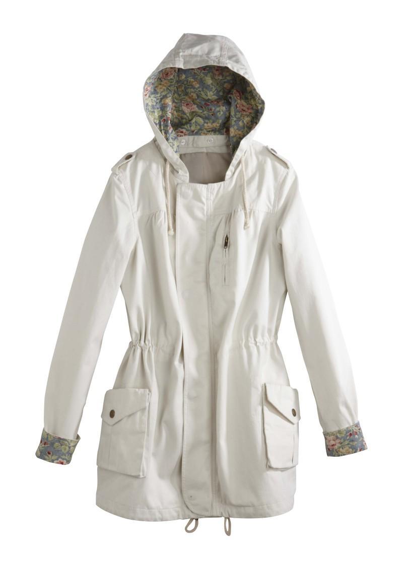 biała kurtka Camaieu z kapturem - wiosenna kolekcja