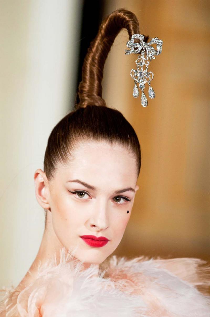fryzury stylizacja, kosmetyki do stylizacji włosów, czym stylizować włosy