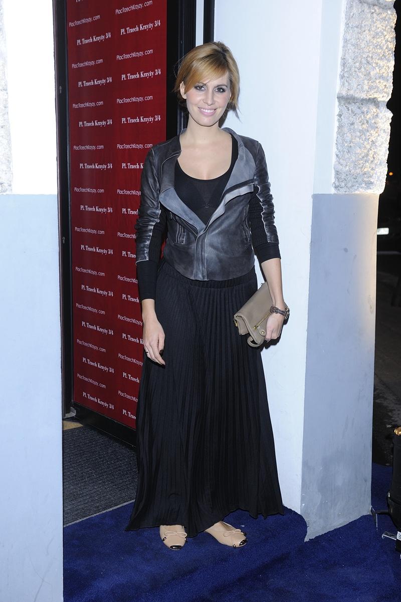 długa sukienka w kolorze czarnym - Agnieszka Popielewicz