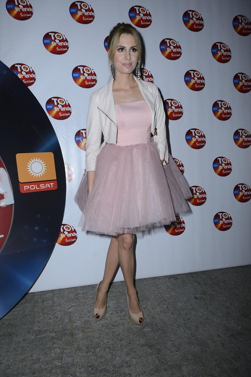 sukienka w kolorze jasnoróżowym - Agnieszka Popielewicz