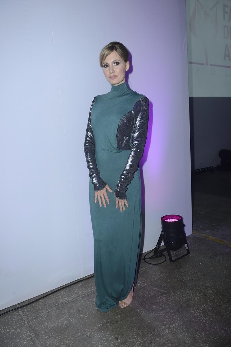 sukienka wieczorowa w kolorze ciemnozielonym - Agnieszka Popielewicz