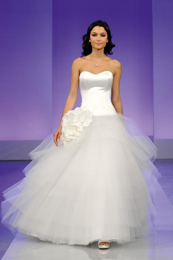 Cymbeline 2013 - pokaz kolekcji sukni ślubnych, Gardenia