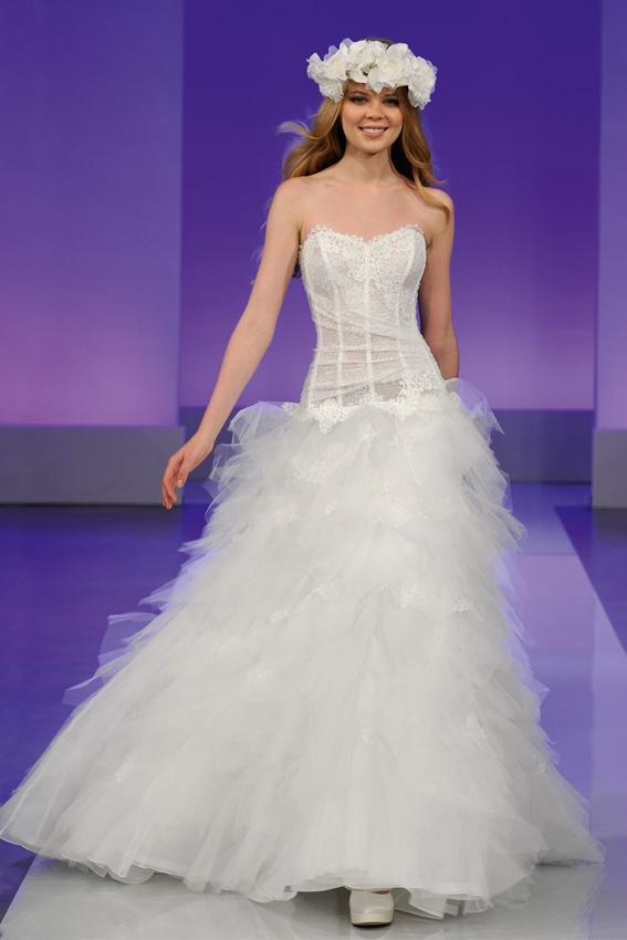 Cymbeline 2013 - pokaz kolekcji sukni ślubnych, Oui