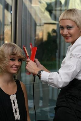 Piękne naturalne blond włosy z pasemkami
