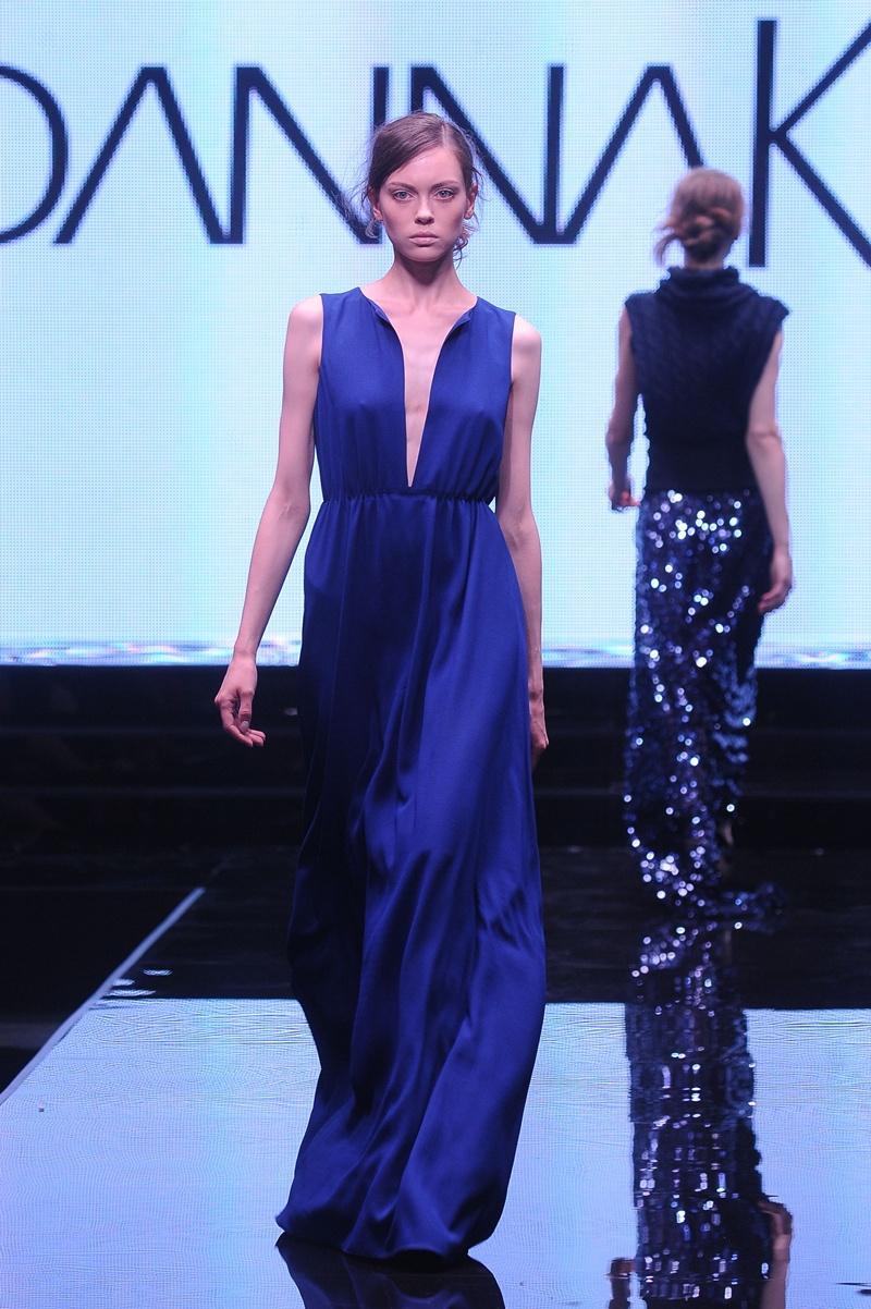kobaltowa sukienka wieczorowa Joanna Klimas - moda dla kobiet