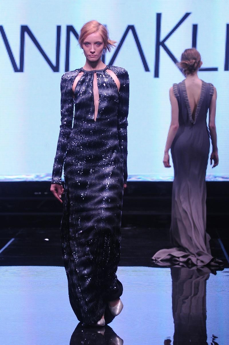 połyskliwa sukienka wieczorowa Joanna Klimas - moda dla kobiet