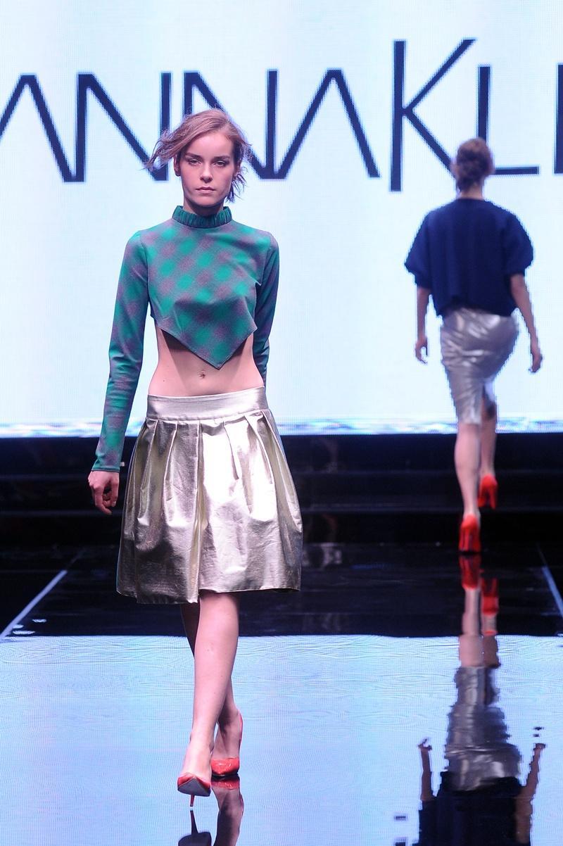 rozkloszowana spódnica Joanna Klimas w kolorze srebrnym - moda dla kobiet