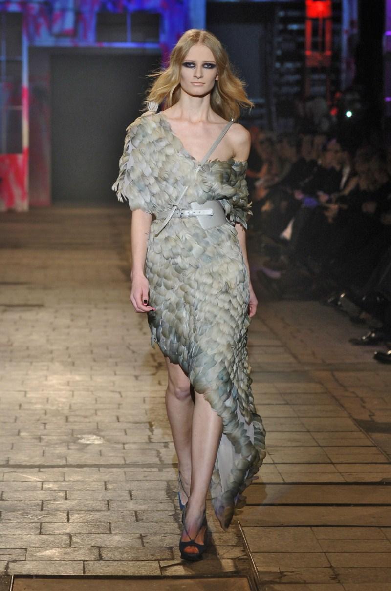 szara sukienka Gosia Baczyńska