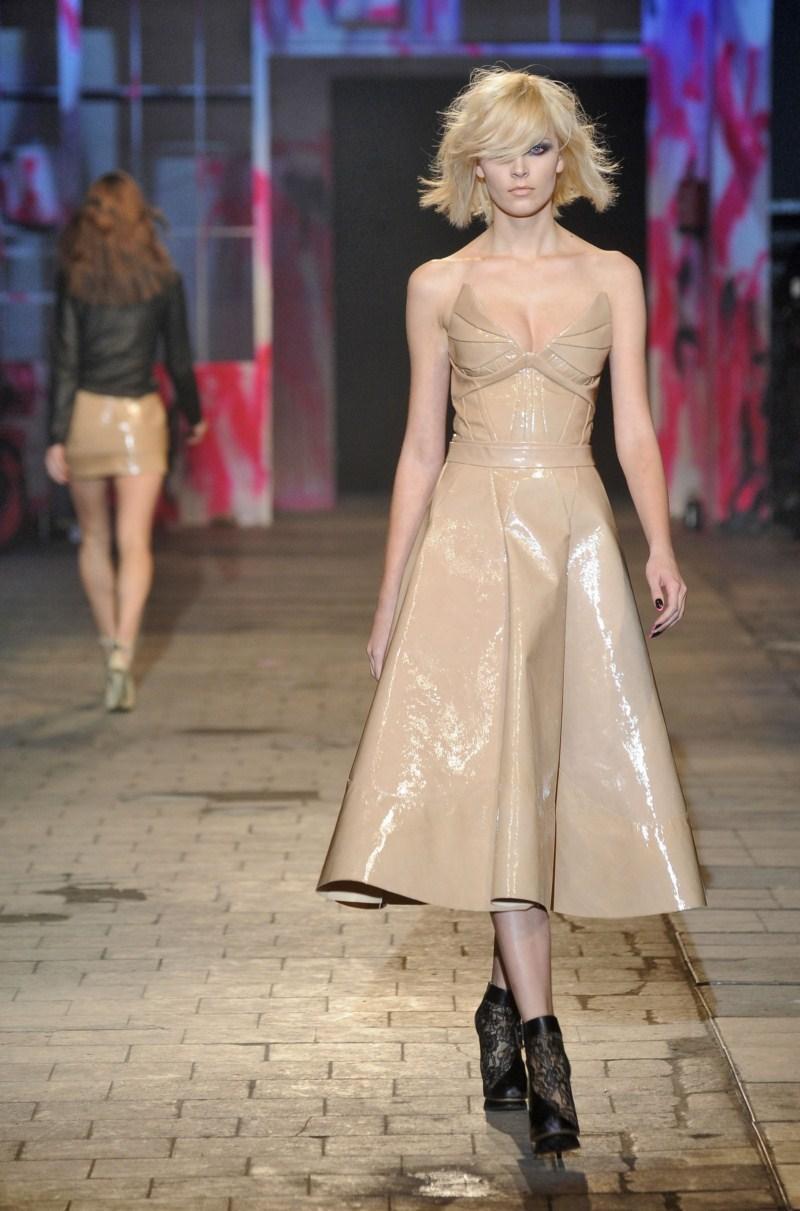 beżowa sukienka Gosia Baczyńska