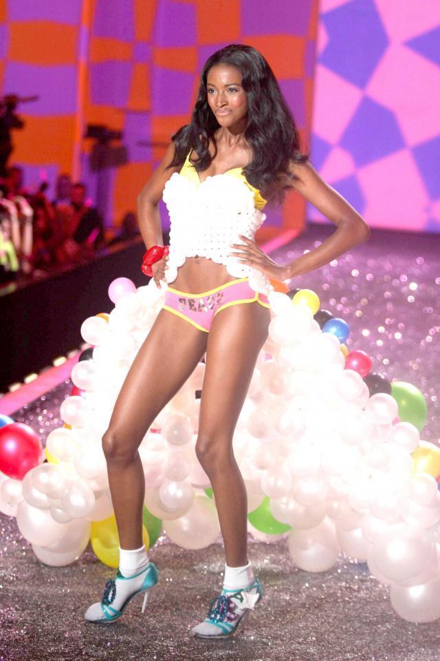 Victoria's Secret, pokaz mody, bielizna