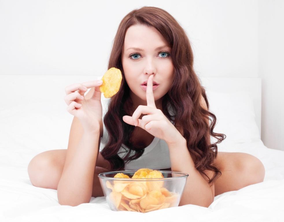 Chipsy, przekąski, dieta, objadanie się, przejadanie