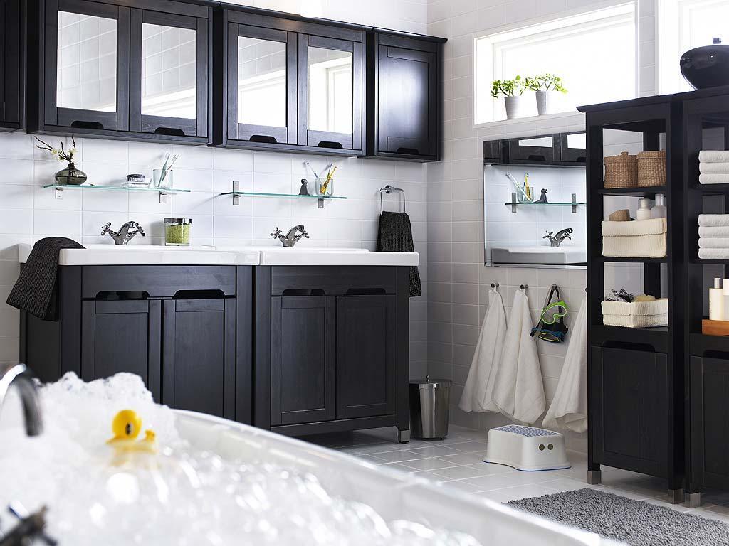 aran acja azienki ikea praktyczne i stylowe azienki ikea dom aran acje wn trz zdj cie. Black Bedroom Furniture Sets. Home Design Ideas