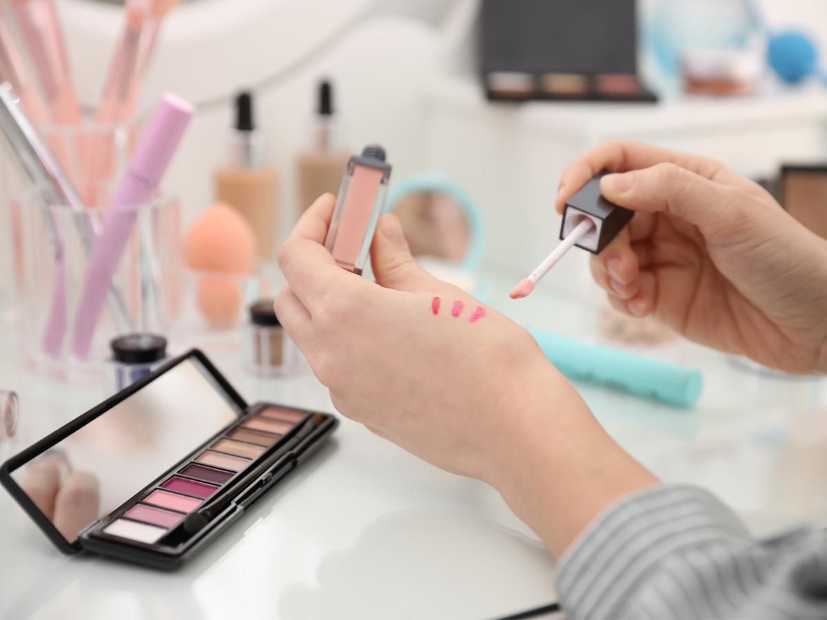 Promocjaw Rossmannie na makijaż
