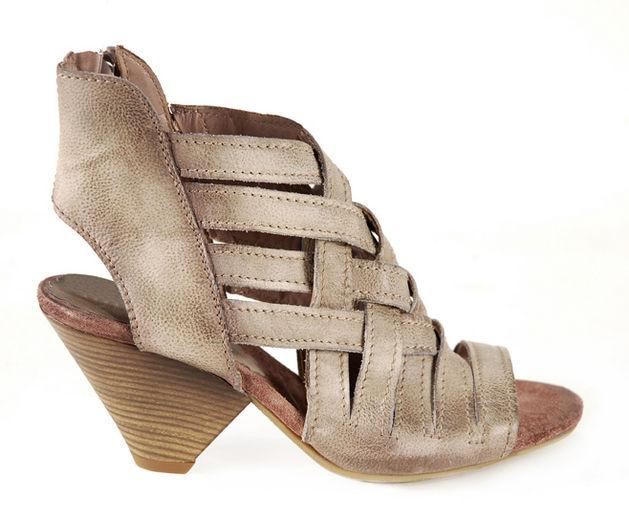 beżowe sandały Venezia - wiosna/lato 2011
