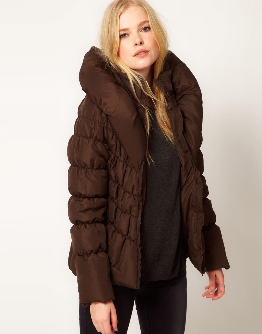 Brązowa kurtka, Asos, 49 euro (ok. 200 zł)
