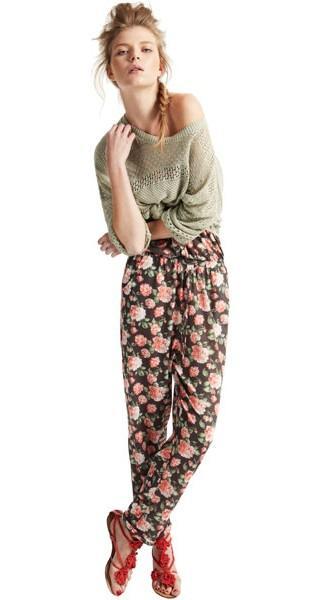 spodnie Pull and Bear w kwiaty - moda wiosna/lato