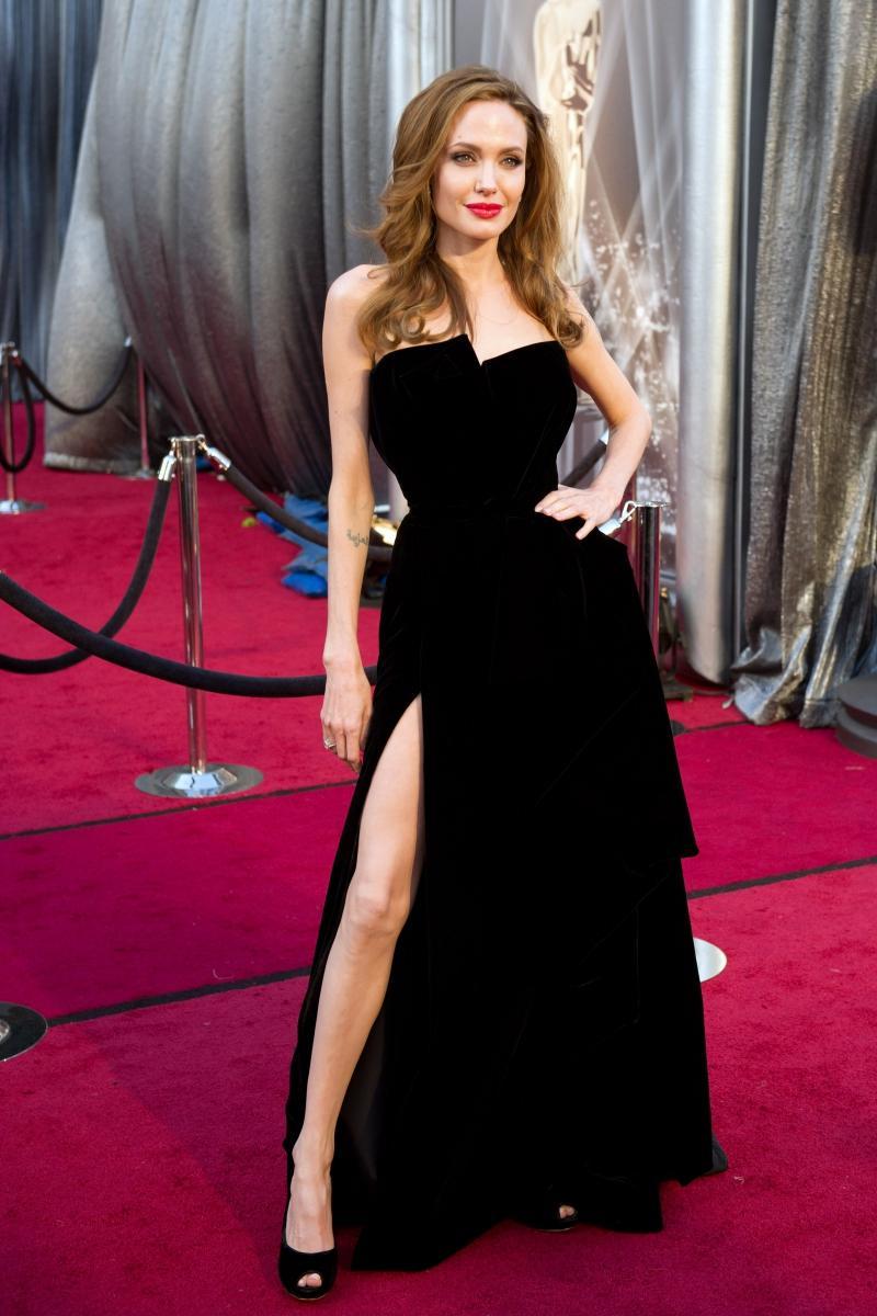 Oscary 2012: Angelina Jolie w kreacji projektu Atelier Versace