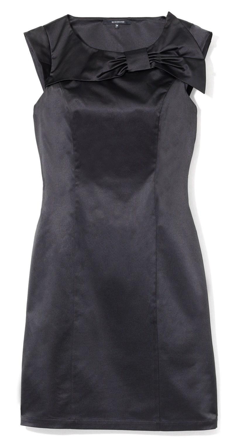 czarna sukienka wieczorowa Reserved