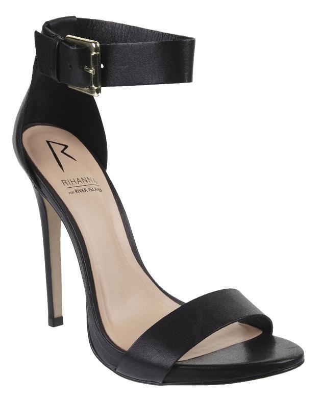 czarne sandałki River Island na szpilce - moda na lato