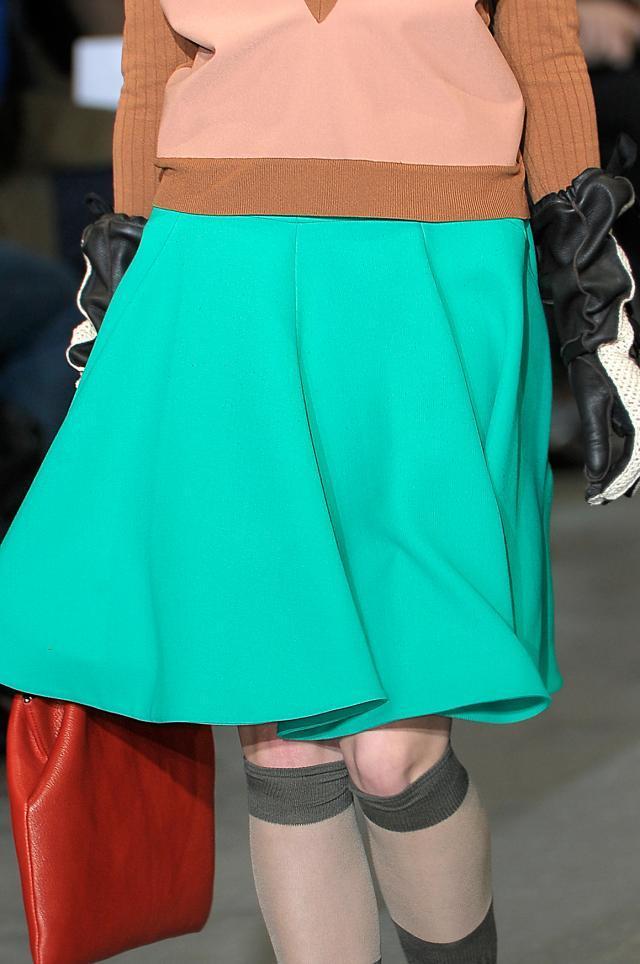 53bb7f37 Rozkloszowane spódnice w stylu lat 50. - trend jesieni 2010 - Trendy ...