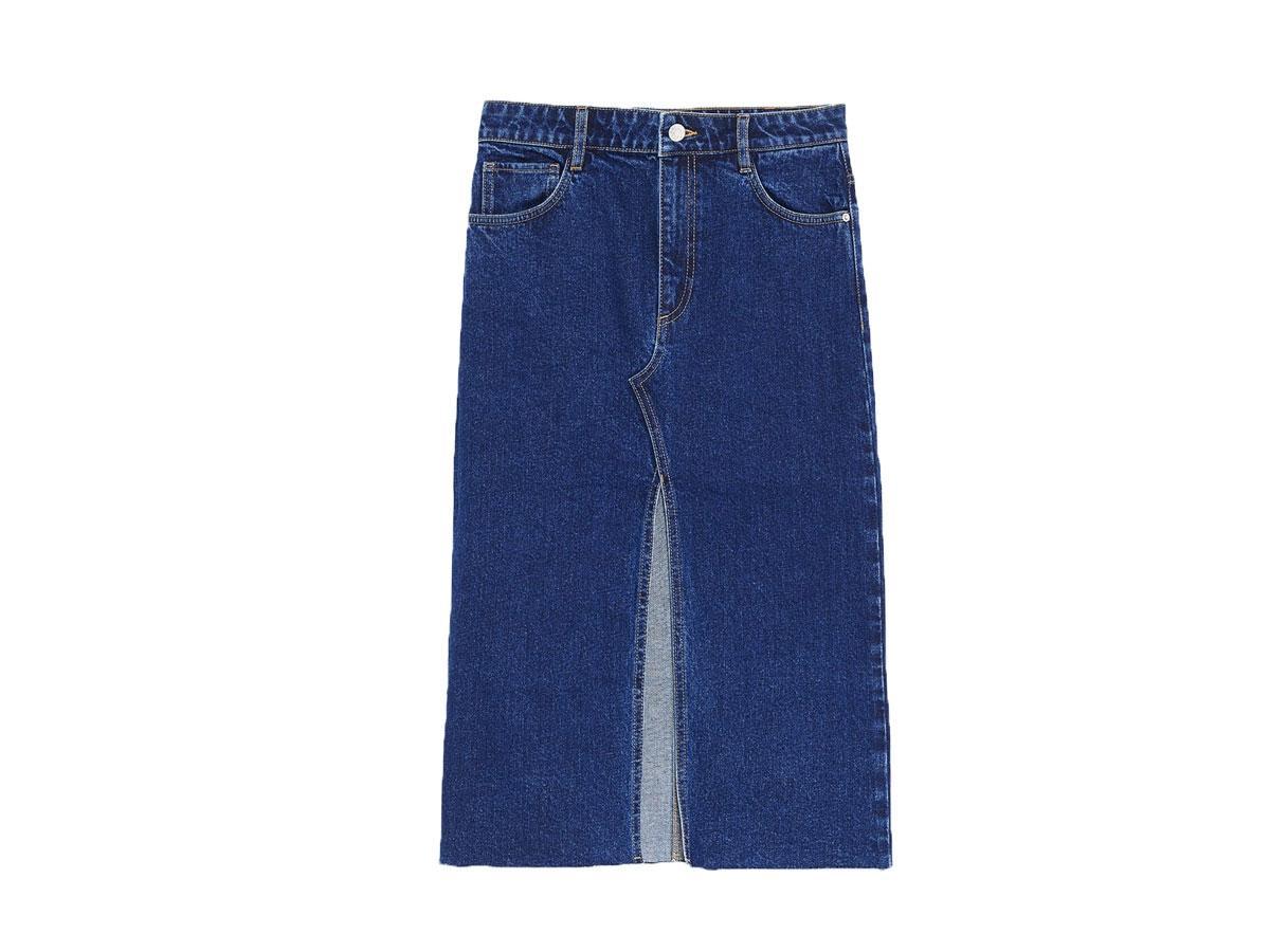 Dżinsowa spódnica ołówkowa z rozcięciem, Zara, cena ok. 59,90 zł (z 89,90 zł)