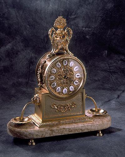 Klimatyczny zdobiony zegar w kolorze polerowanego brązu - inspiracje 2013