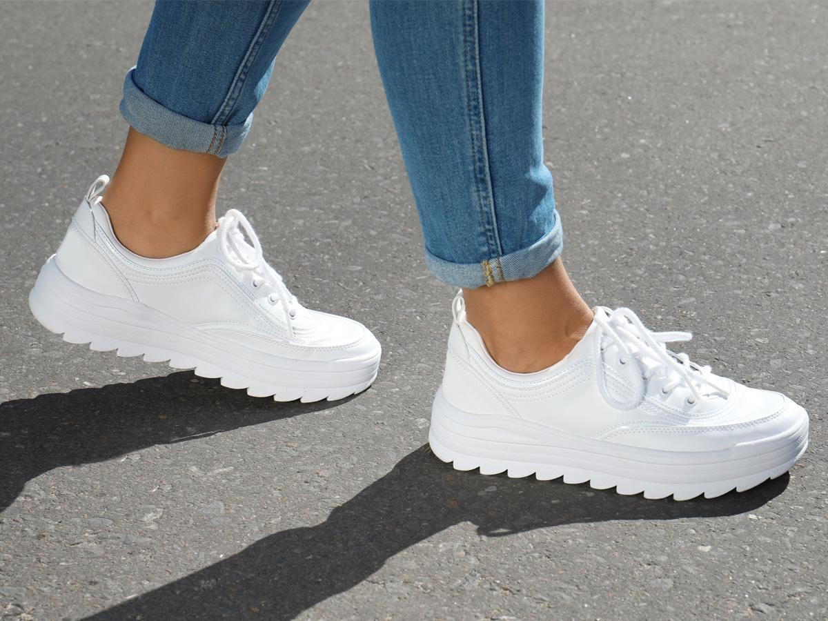 sennik buty sportowe