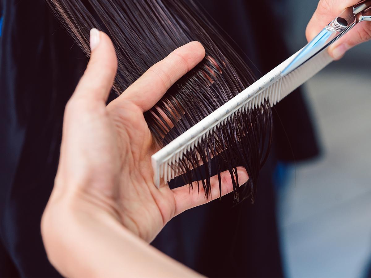 sen o obcinaniu włosów