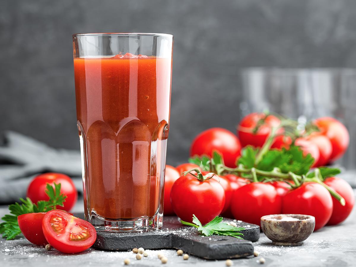 sok pomidorowy na zimę z sokowirówki