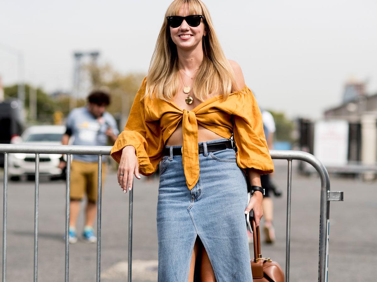 Przegląd najmodniejszych spódnic jeansowych