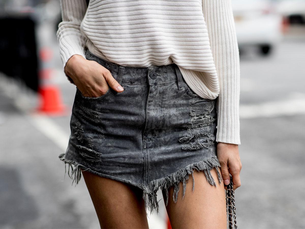 Spódnica jeansowa - jak nosić?