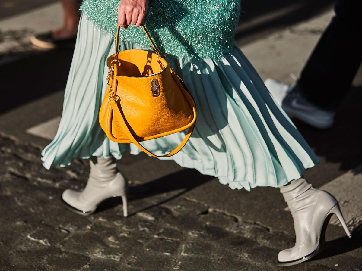 Plisowana spódnica - jak nosić? Przegląd modeli