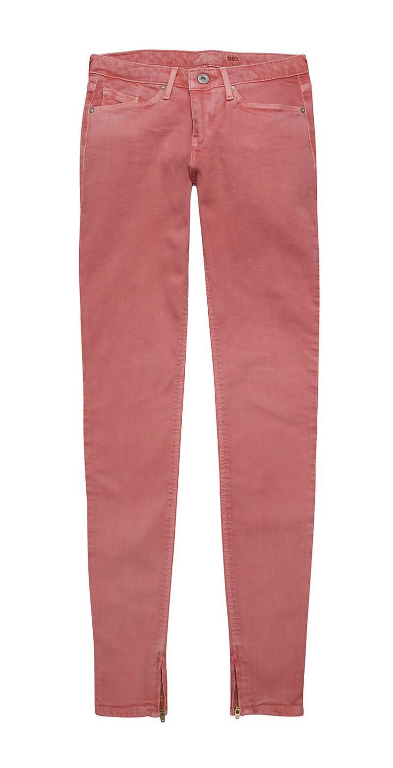 czerwone spodnie Levis rurki - moda 2011