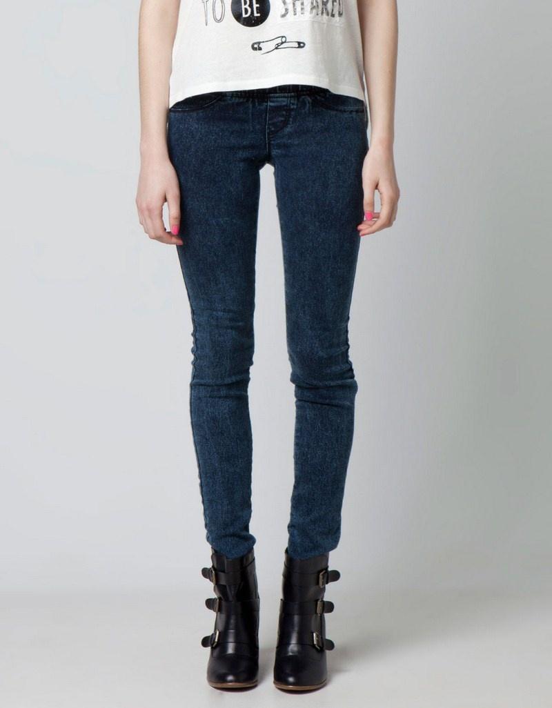 granatowe jeansy Bershka rurki - wiosna/lato 2012