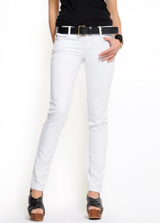 białe spodnie Mango rurki - wiosenna kolekcja