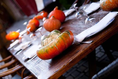 Stół w jesiennej aranżacji