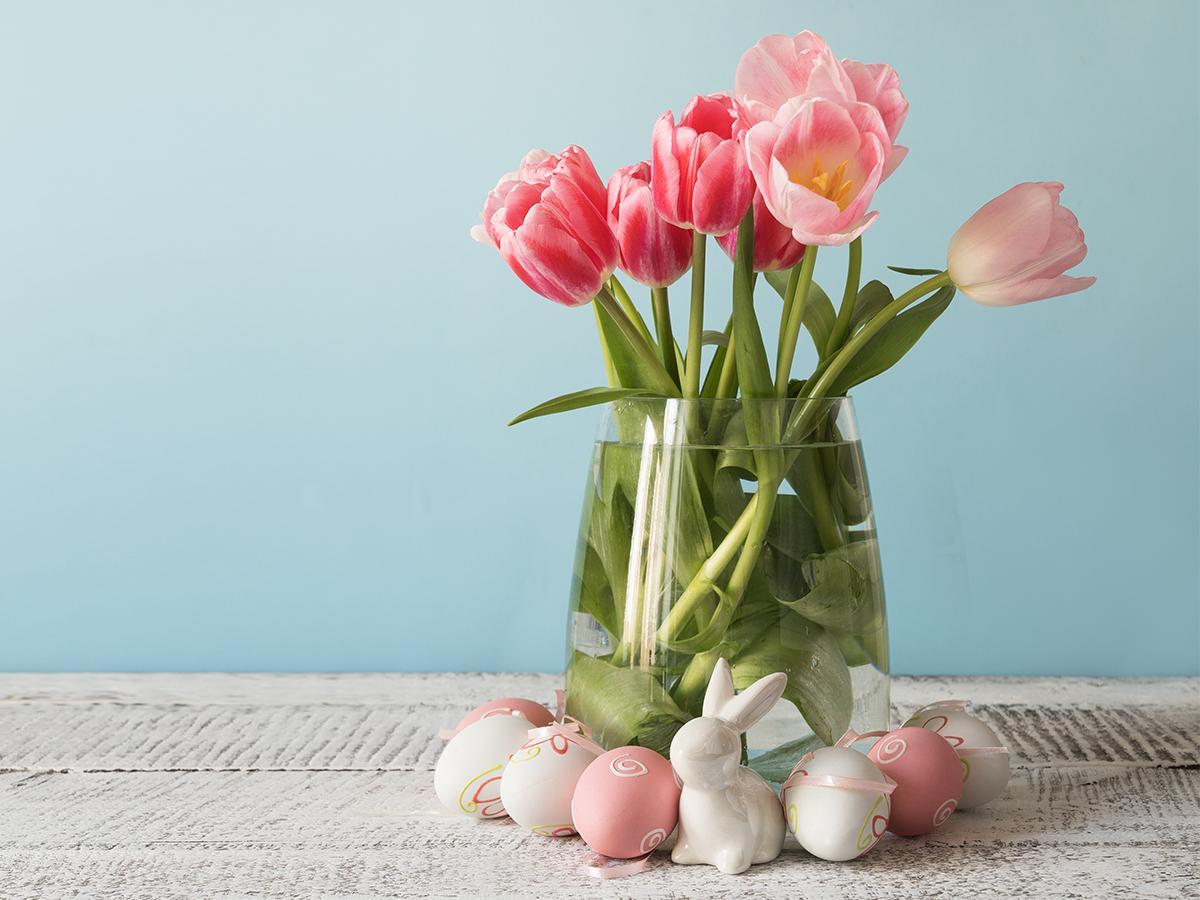 stroik z tulipanami na wielkanoc