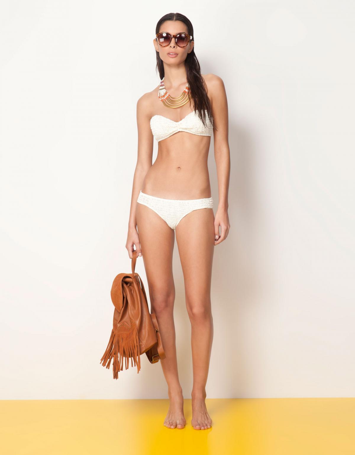 białe bikini Bershka - lato 2013