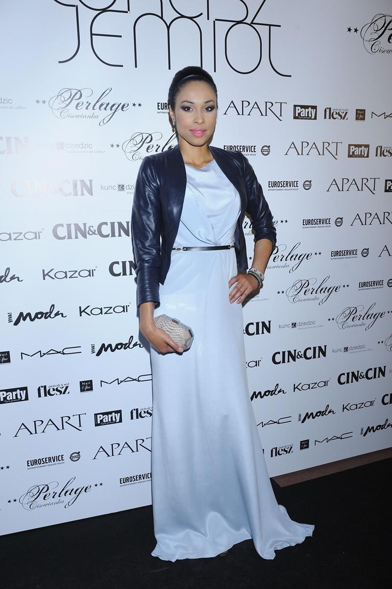 długa sukienka wieczorowa w kolorze białym - Omena Mensah