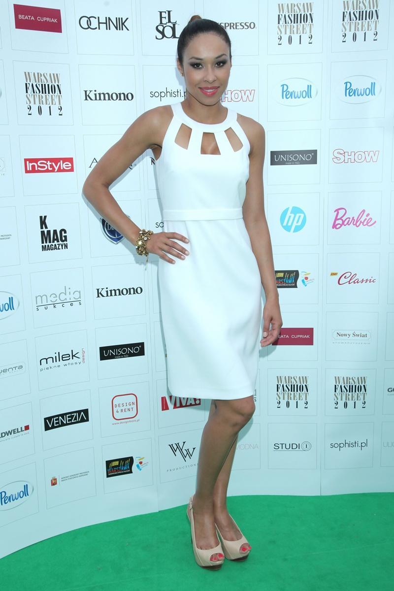 biała sukienka - Omena Mensah