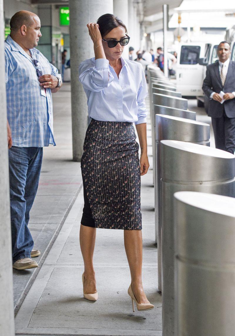 Victoria Beckham w ołówkowej spódnicy Styl Victorii