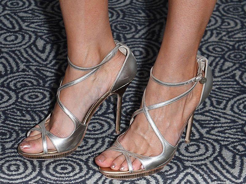 Sylwia Gliwa w za dużych butach na konferencji